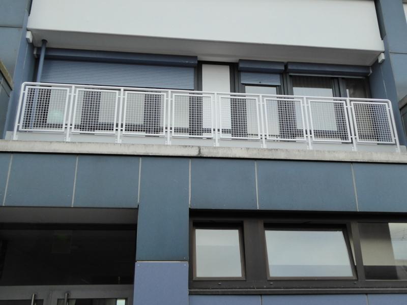 BALKON ÜBER ARBEITS-U. SCHLAFZIMMER; 7,8 m2 ZUR STADTSEITE