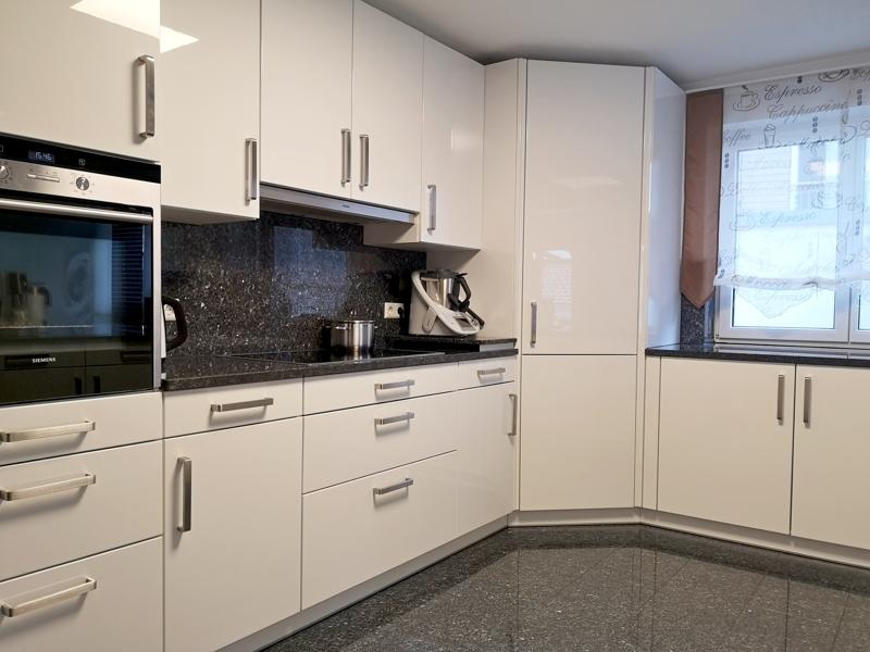 Einbauküche mit sehr viel Stauraum