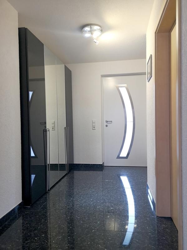 Eingangsbereich mit Platz für große Garderobenschränke