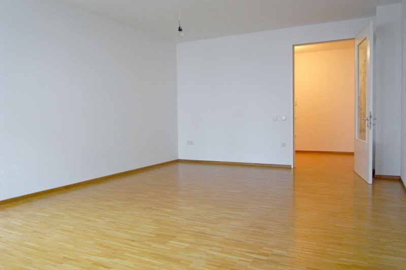 Wohnraum mit Blick zum Eingangsbereich