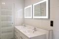 Badezimmer groß und modern