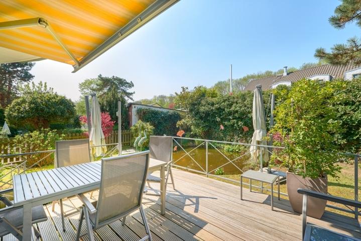 Terrasse mit Ansicht Teich