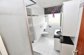 Badezimmer mit sep. Dusche