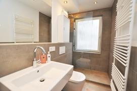 Das Fensterbad mit Dusche