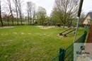Spielplatz an dem Grundstück angrenzend