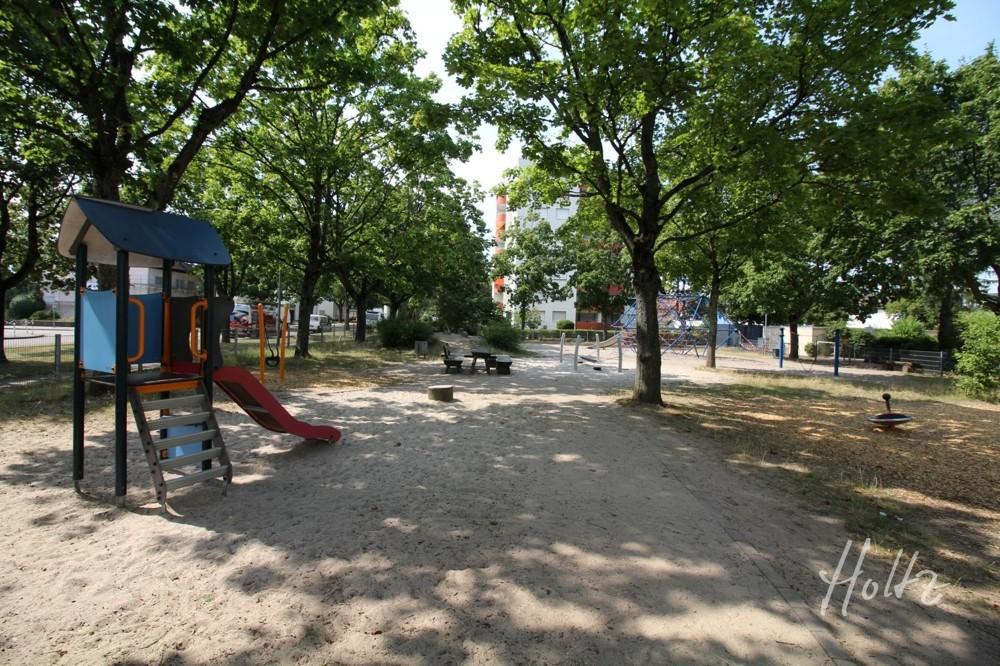 Spielplatz neben den Wohnanlage