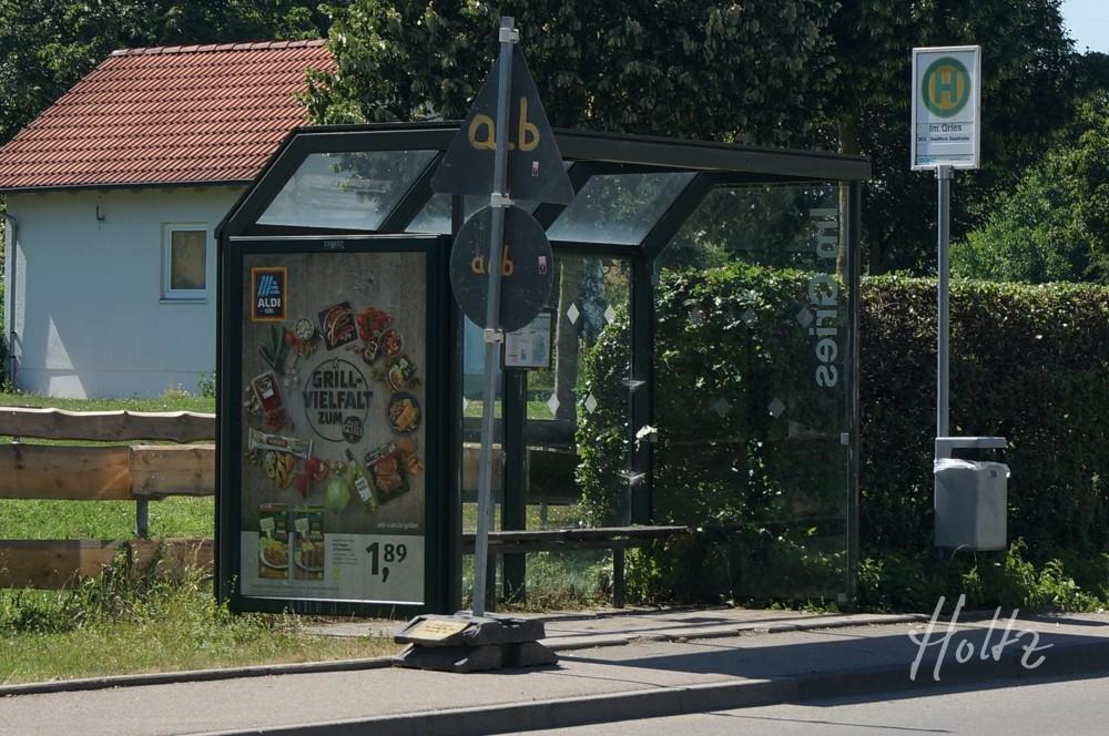 Bushaltestelle_schräg_gegenüber