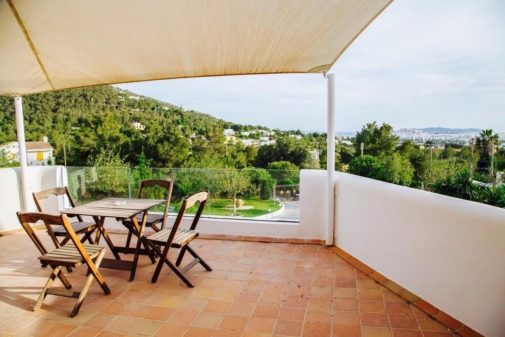Terrasse OG mit Blick auf Ibiza