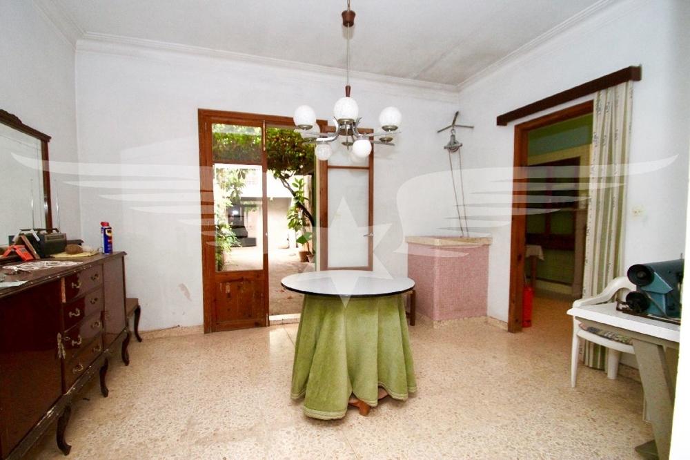 Wohnraum mit Brunnen