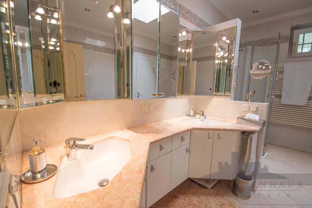 Wohnung 1:  Badezimmer