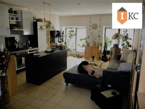 Archivfoto - Wohnzimmer mit offener Küche