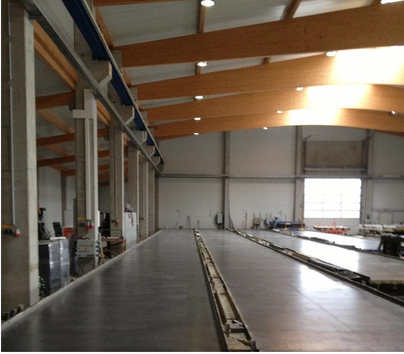 Geschlossene Industriehalle (Portalkran und Produktion)2