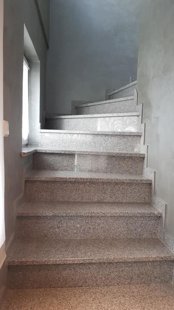 Treppenaufgang mit Granit