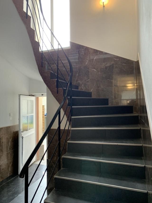 Komplett renoviertes Treppenhaus (2)