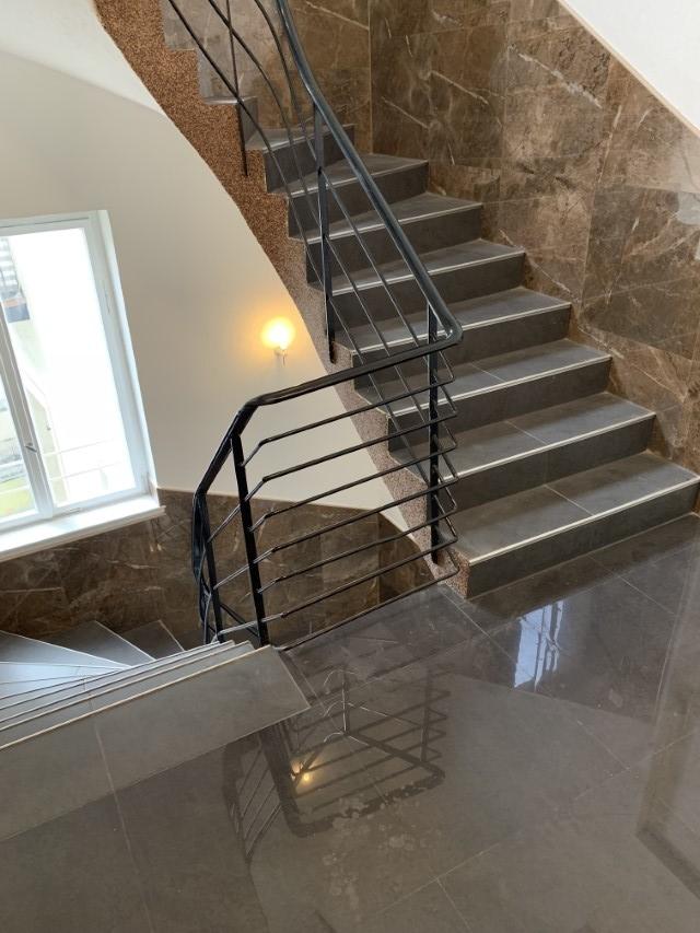 Komplett renoviertes Treppenhaus (4)