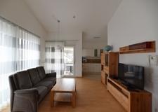 Wohnzimmer + Zugang Balkon