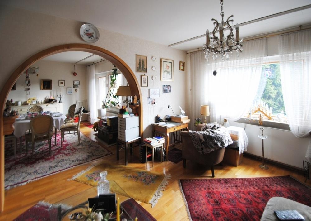 Blick vom Wohnzimmer in Esszimmer