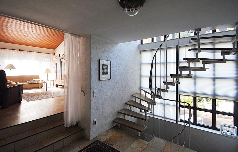 Treppenhaus-Eingang Wohnzimmer