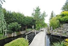 Brücke über Teich