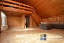 Geräumiger Raum mit Küchenoption und Schlafempore