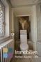 WC mit Wandmalerei