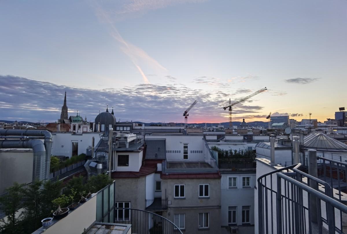 Golden Hour auf der Dachterrasse