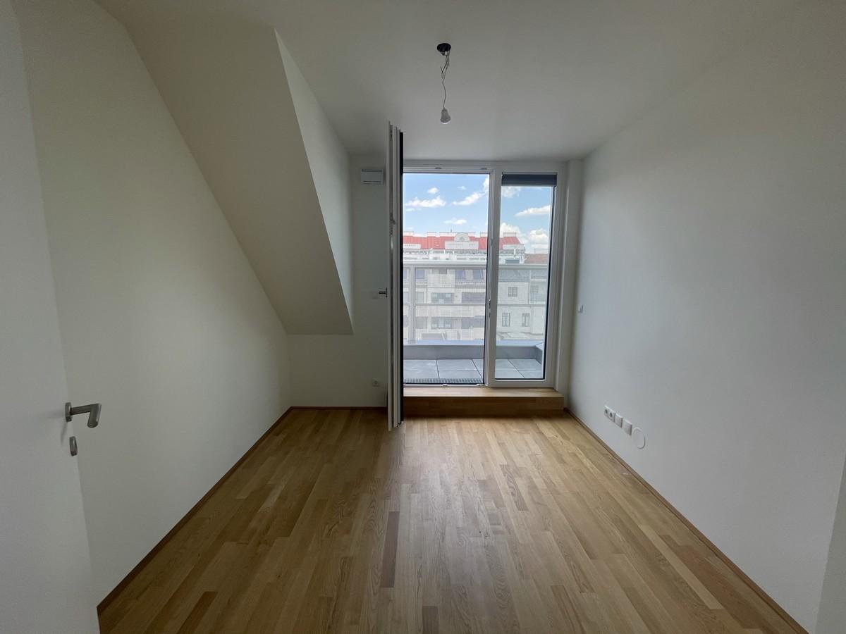 Zimmer 1 mit kleiner Terrasse