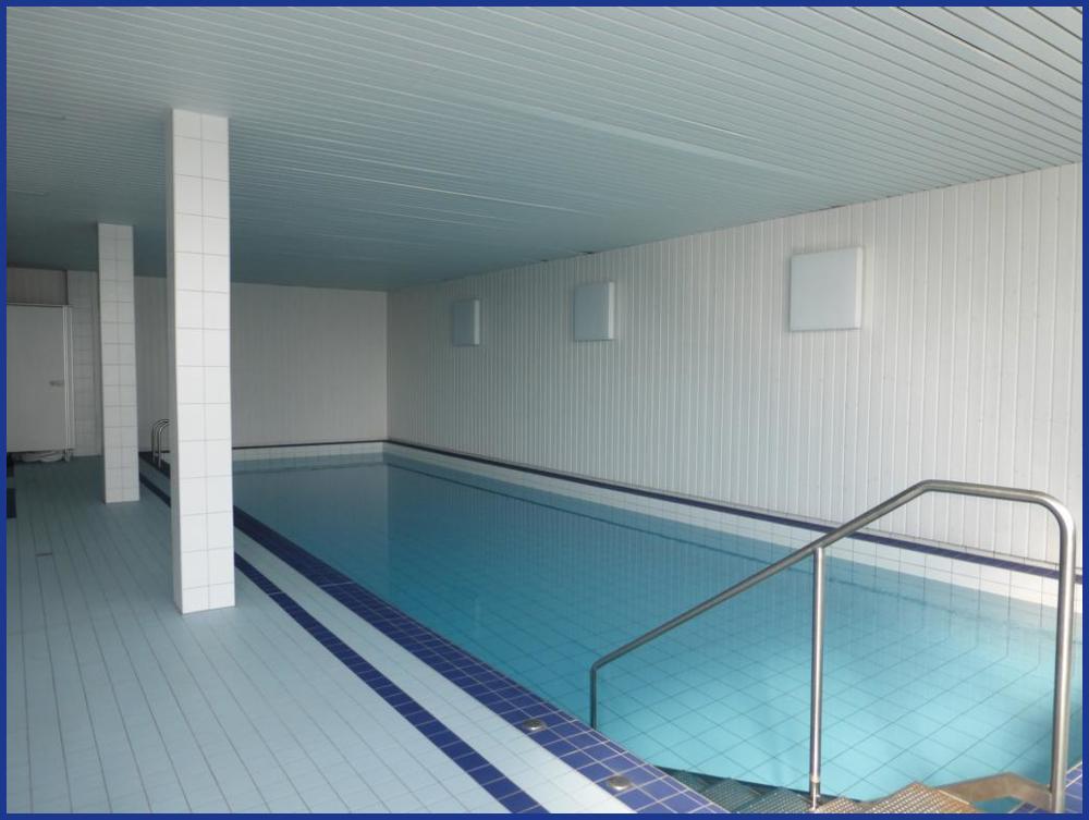 13_Gemeinschaftsschwimmbad