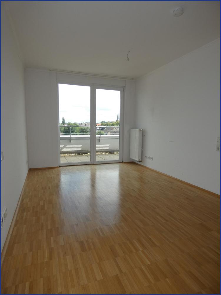 13_Schlafzimmer mit Terrassenzugang i