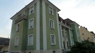 Seitenansicht des historischen Hauses