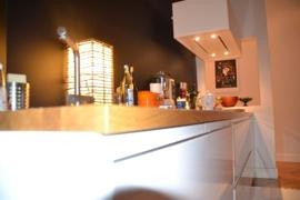 Moderne Küche mit warmer Ausstrahlung