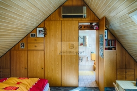 Privates Spitzdach mit Klimaanlage
