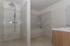 Nasszelle 2 mit Badewanne, Dusche...