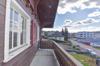 ...und vorgelagertem Balkon...