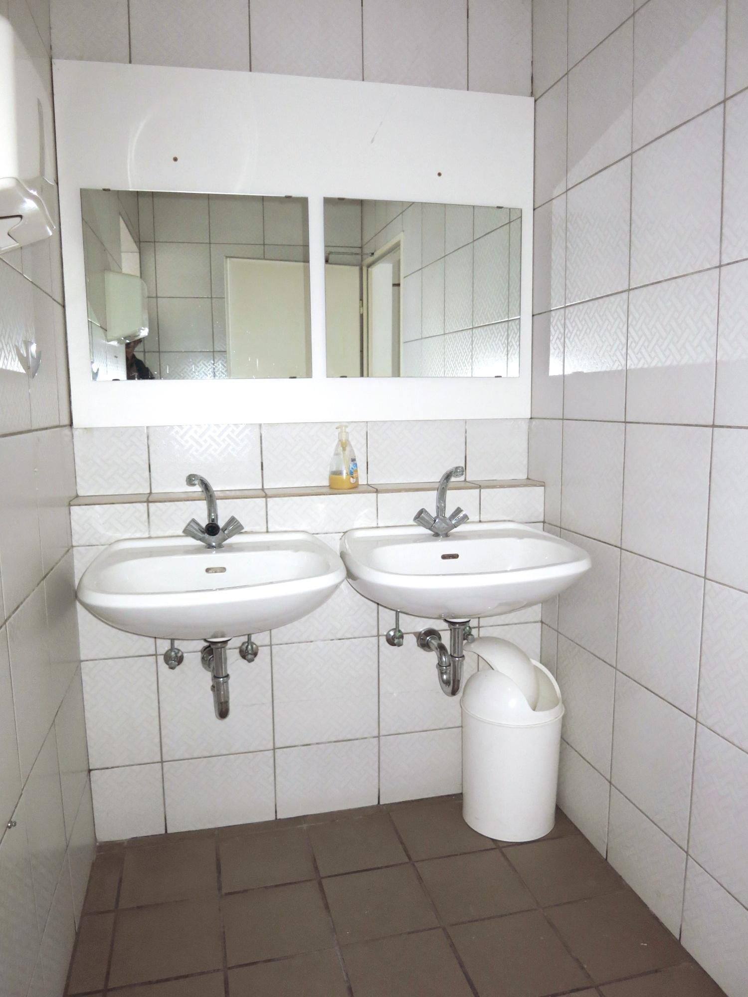 WC-Waschbecken