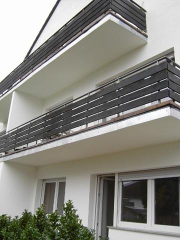 Hausansicht mit Balkon