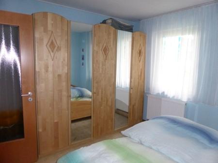 Schlafzimmerschrank (1)