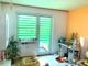 das Wohnzimmer mit Balkon
