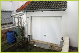 Garage mit Tor zum Garten
