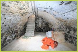 Kellergewölbe mit Zugang vom Hof