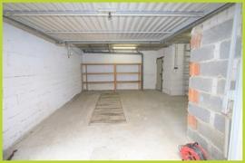 große Garage mit Grube