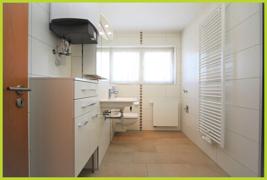 Badezimmer mit Handtuchheizkörper