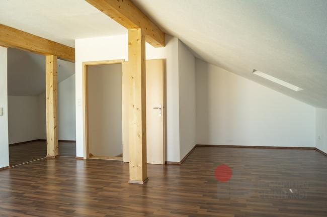 Dachgeschoss Richtung Tür