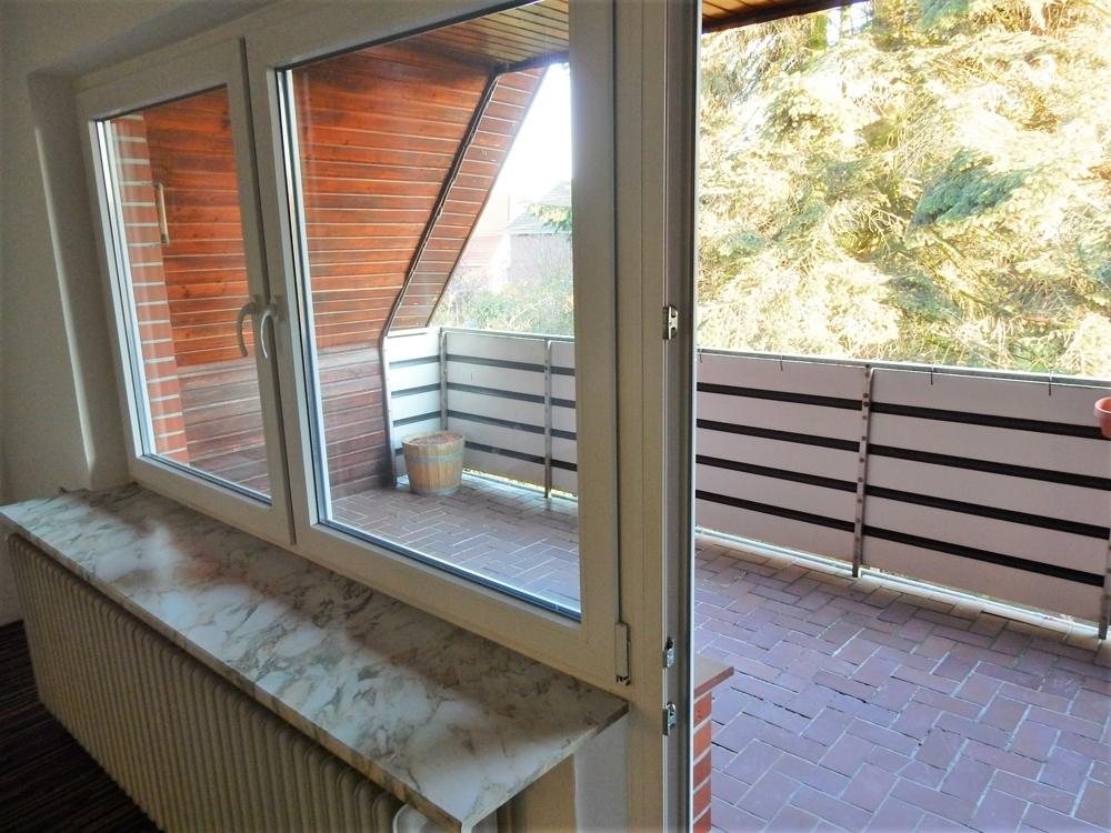 Zugang zum Balkon vom Wohnzimmer aus