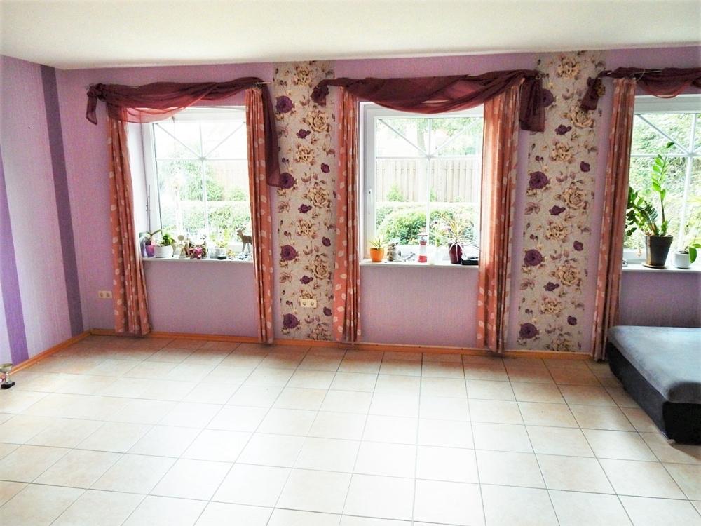 großes, lichtdurchflutetes Wohnzimmer