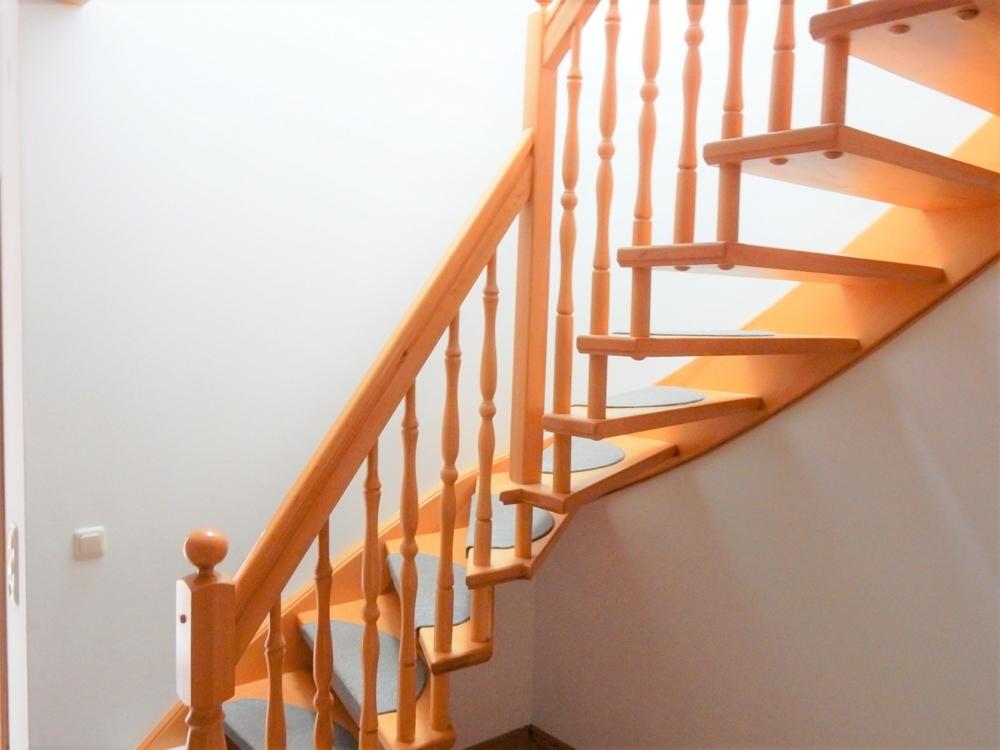 Treppe zu den Kinderzimmern oben