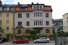 Fassadenansicht des historischen Gebäudes