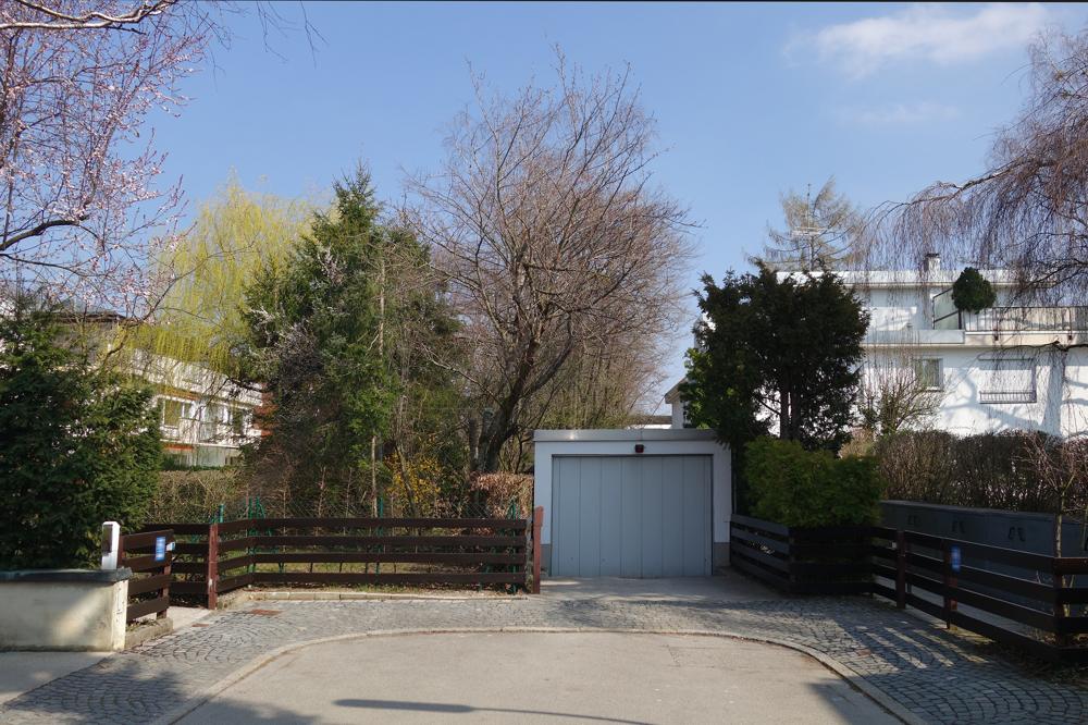 Tiefgaragen-Zufahrt
