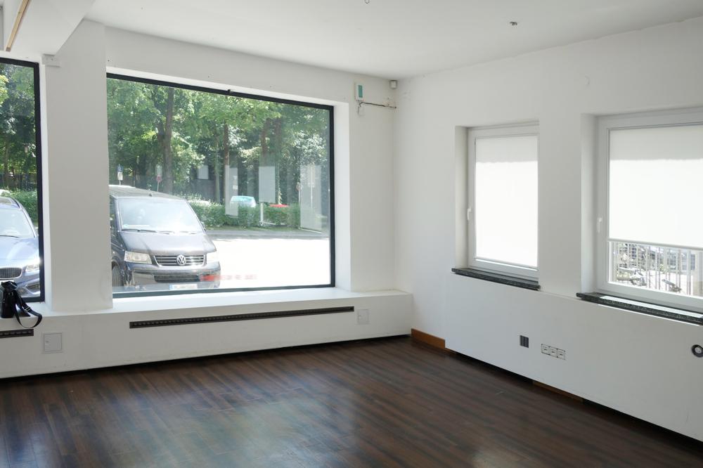 Fensterfläche zur Straße und seitliche Fenster zum Hof
