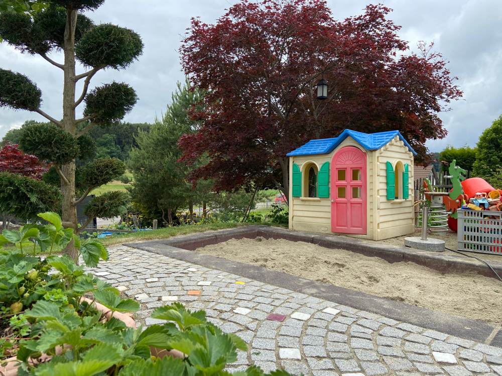 Sandkasten und Kinderspielplatz